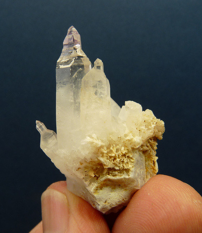 Quartz crystal with moving bubbles