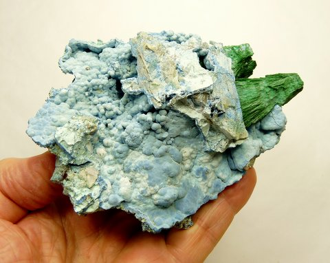 Handsize botryoidal planchéite / shattuckite with two malachite crystals