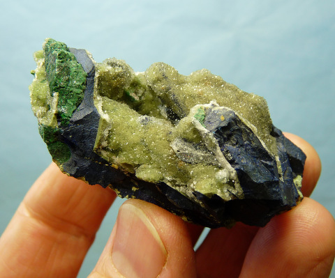 (?)Smithsonite on azurite and malachite